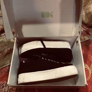 Superfamily peoples shoes of Italy 9/40 new in box